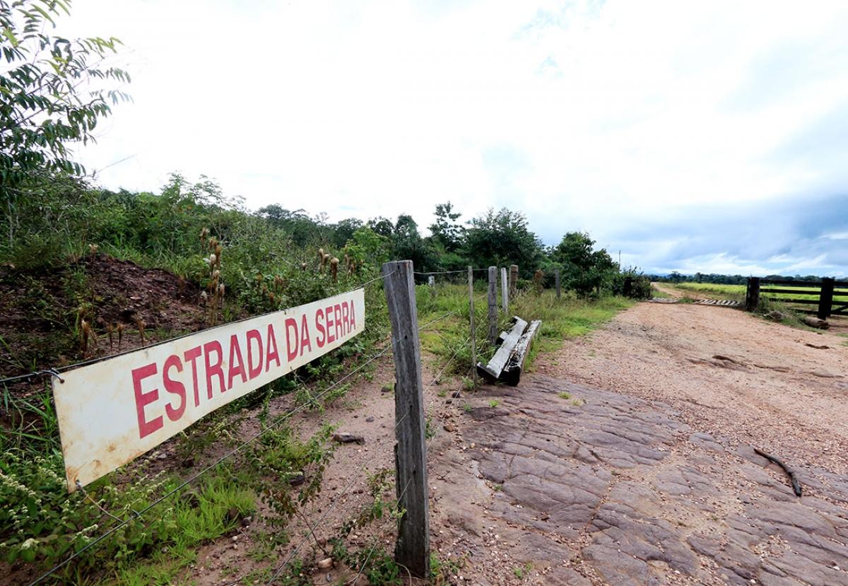 Estrada que leva ao topo da Serra de Ricardo Franco, onde fica a fazenda Paredão I - Ednilson Aguiar/O Livre