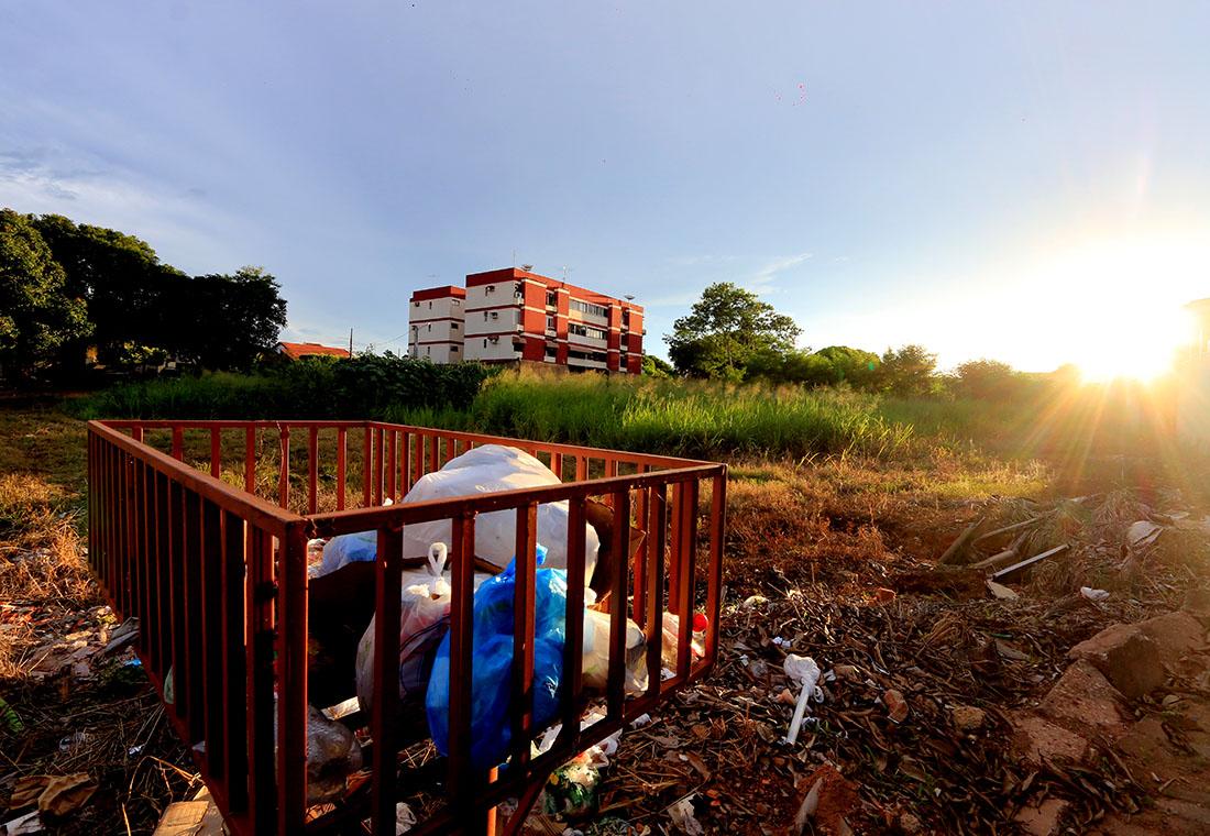 Coleta coletiva de lixo, bairro morado do ouro