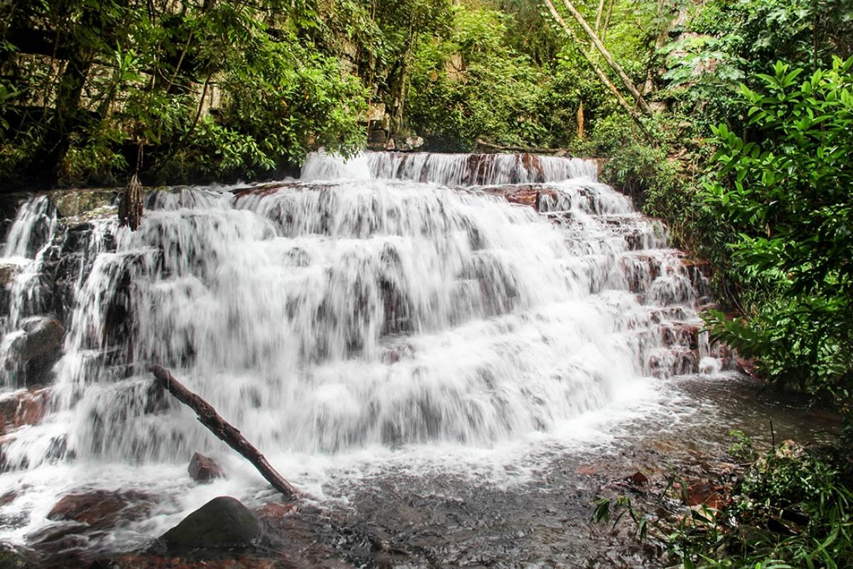 Cachoeira no parque Serra de Ricardo Franco - Luzia Abich/Amigos de Trilhas