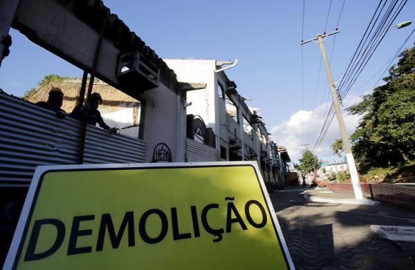 Demolição na Ilha da Banana, centro de Cuiabá.
