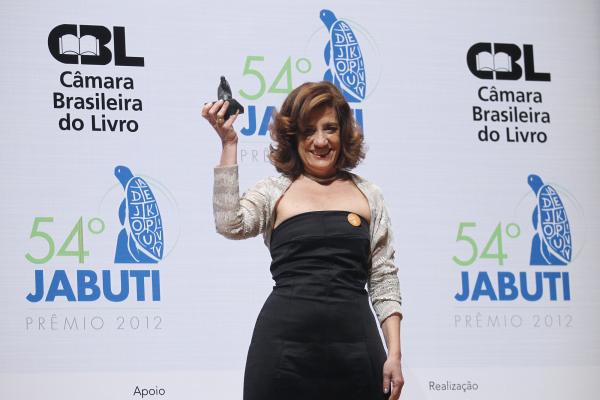 Miriam Leitão, jornalista, ao vencer o prêmio Jabuti