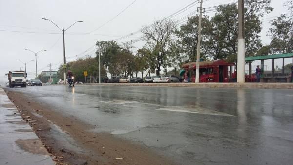 Trânsito motociclista chuva