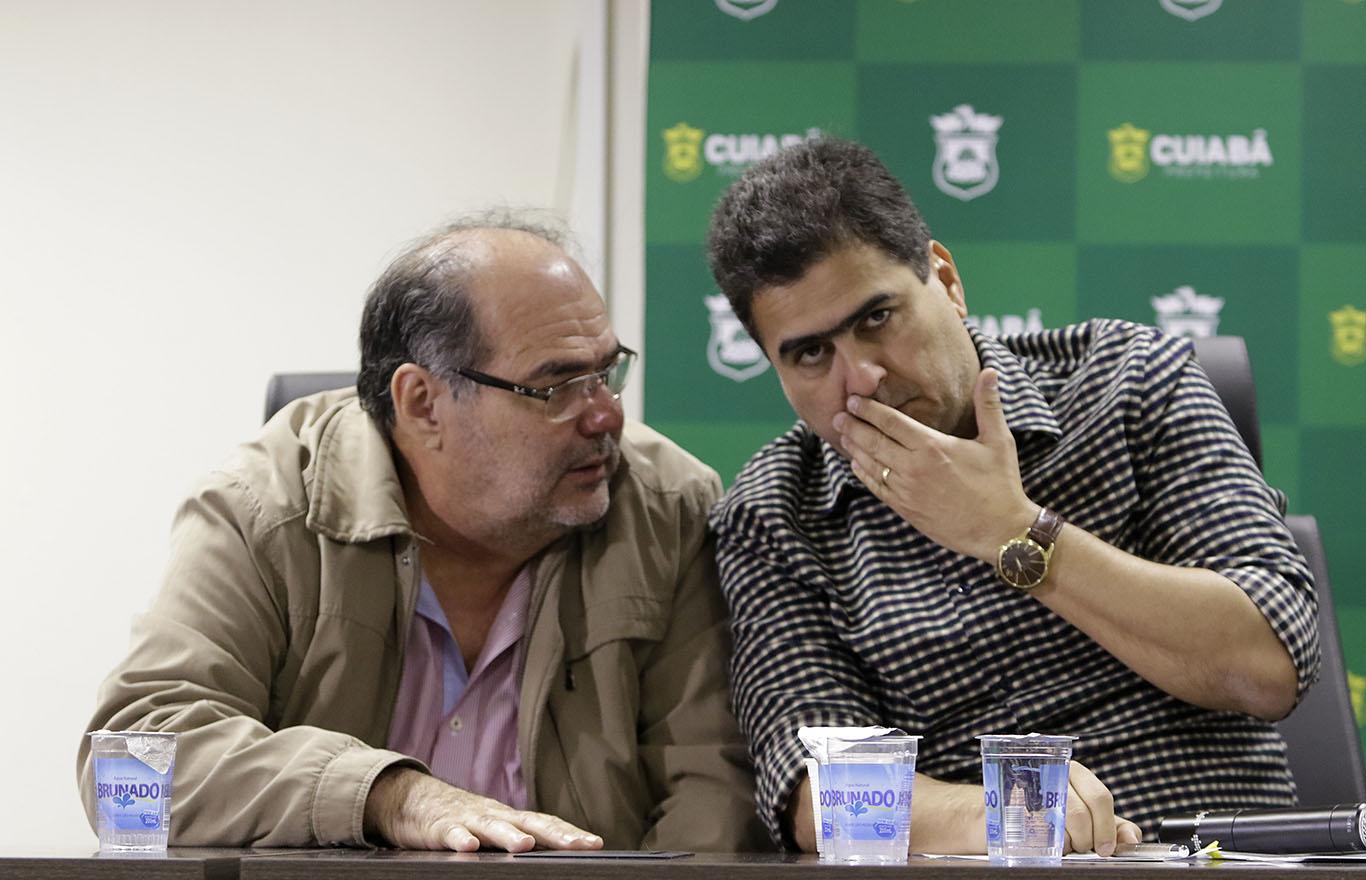 Prefeito Emanuel Pinheiro durante coletiva