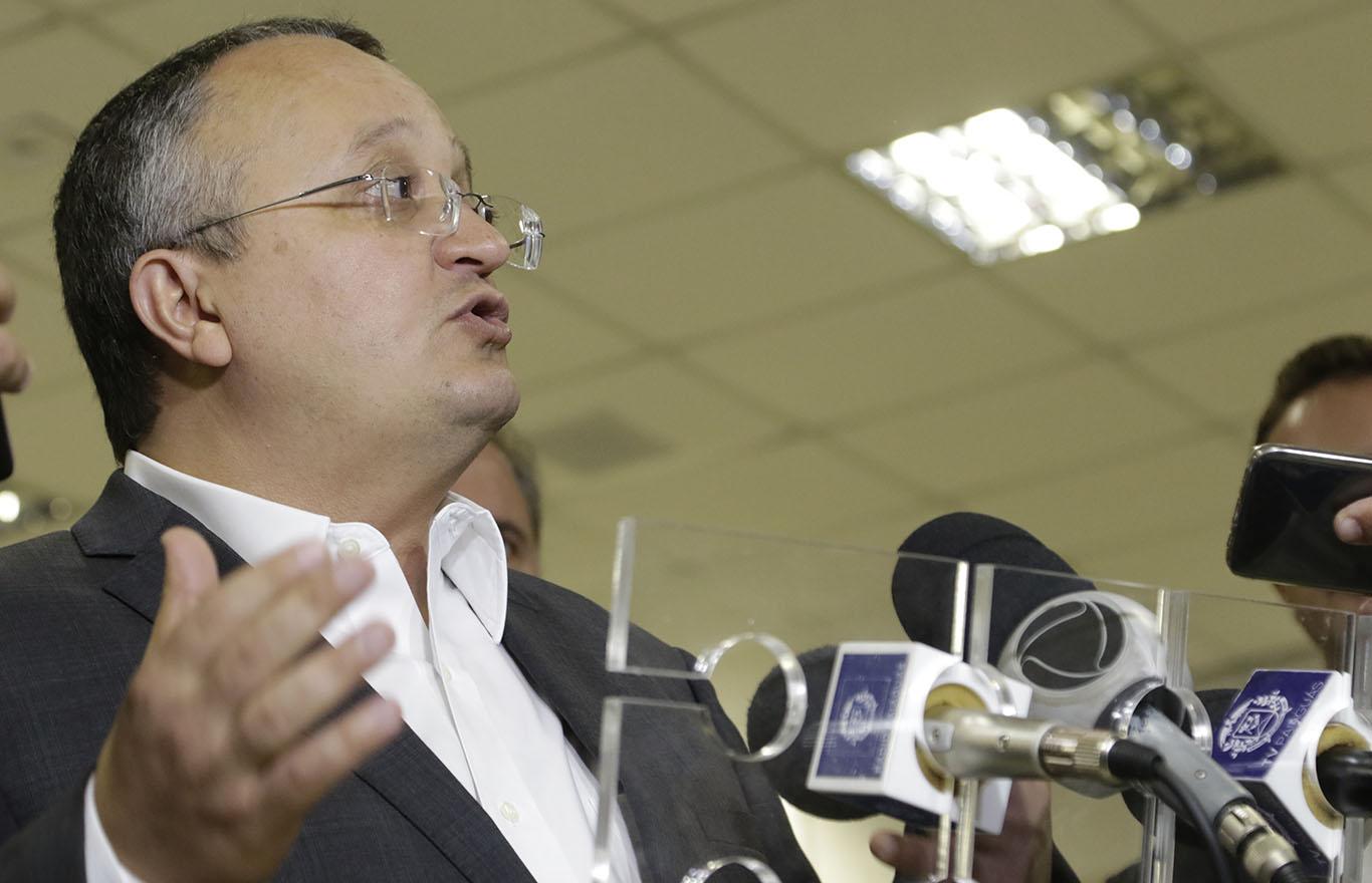 Governador Pedro taques durante regulamentação fundiária