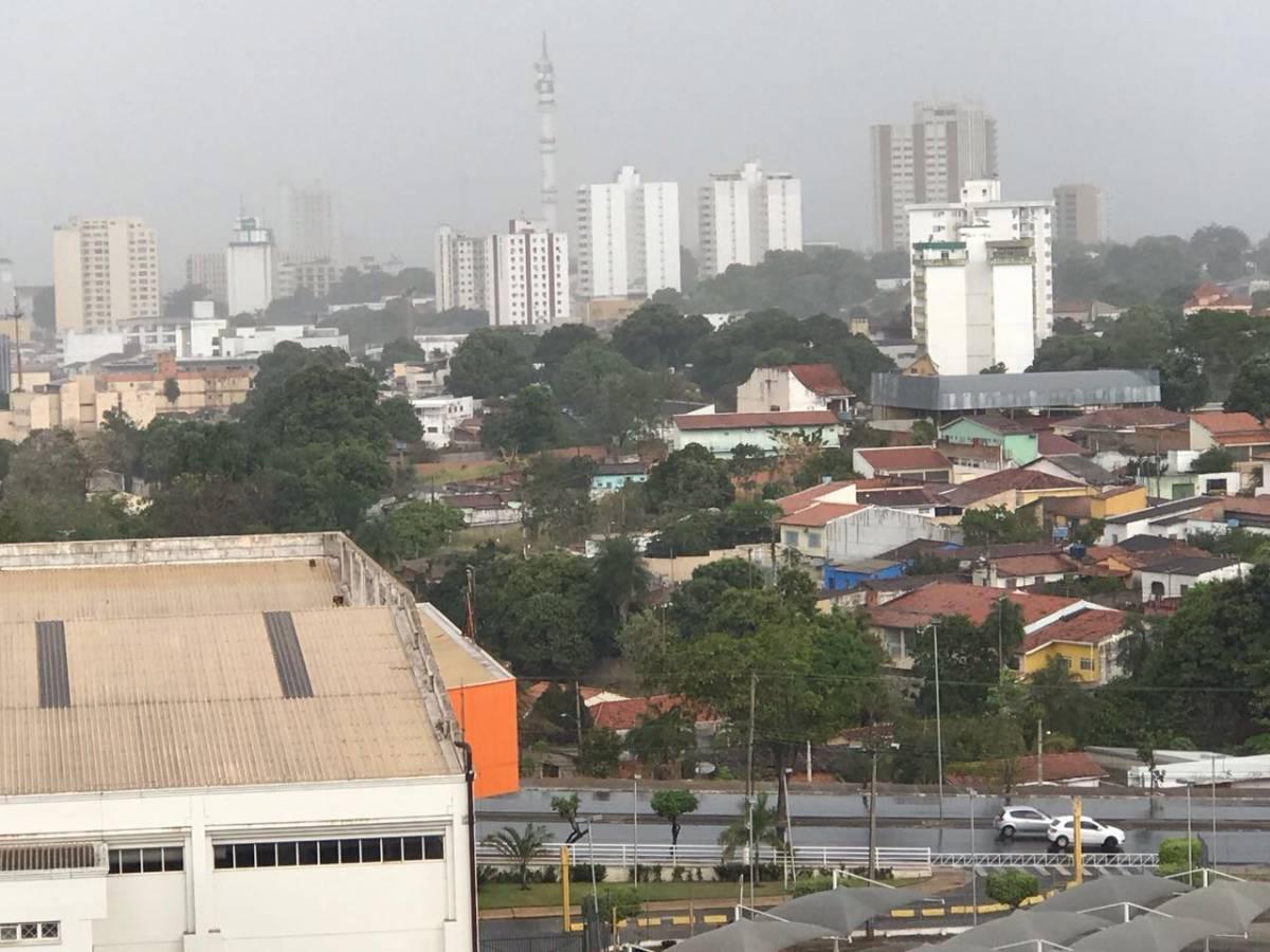 Chuva no bairro Araés, em Cuiabá - O Livre