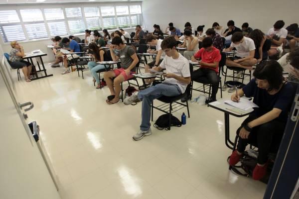 Estudantes Universidade sala de aula