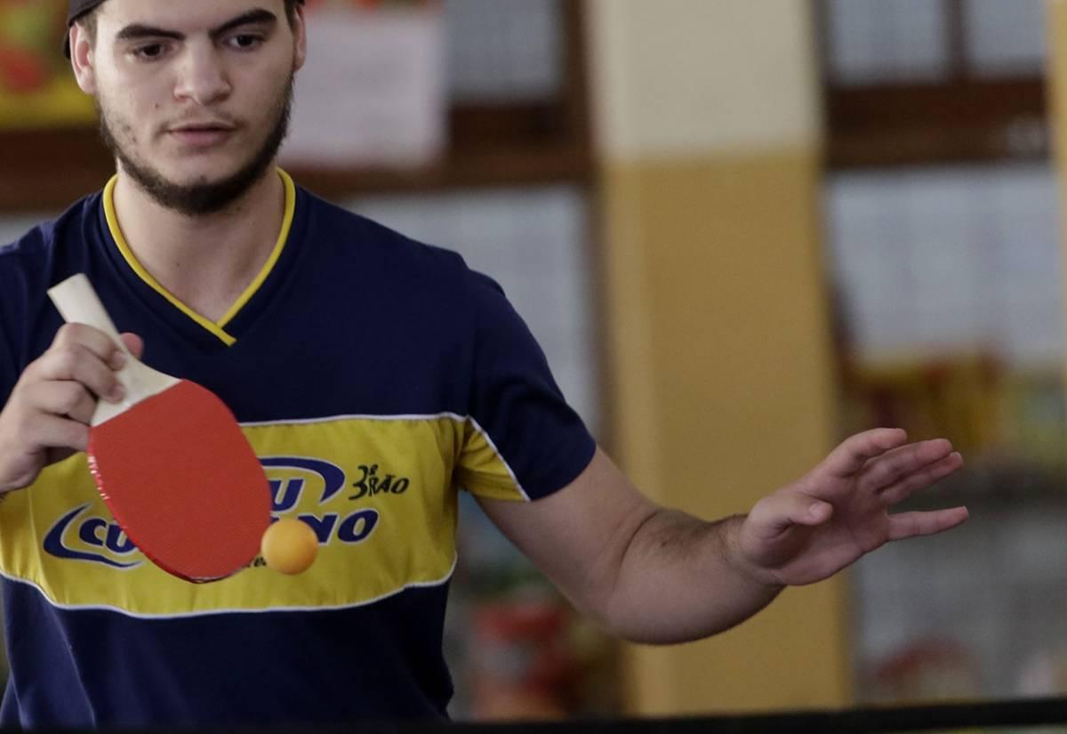 Ping e pong promove interação no intervalo entre os alunos do colégio Liceu Cuiabano (Ednilson Aguiar/O Livre)  - Ednilson Aguiar/O Livre