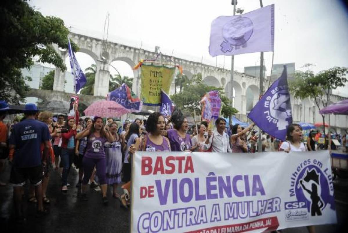 Manifestação mulheres violência