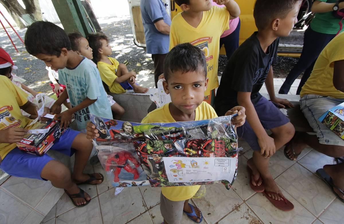 Papai Noel dos Correios entrega presentes em Cuiabá (Ednilson Aguiar/O Livre) - Ednilson Aguiar/Olivre