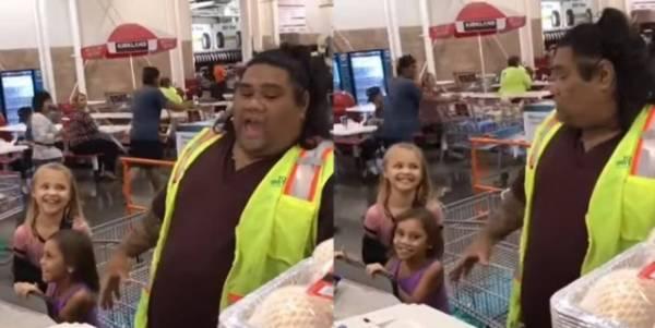 Meninas pensaram que o caixa do supermercado era Maui, do filme 'Moana'