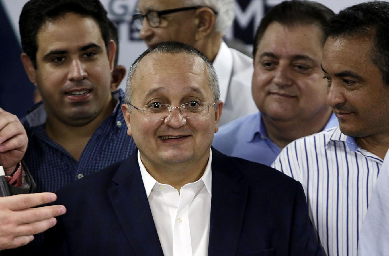 Resultado de imagem para Governador Pedro Taques recebe apoio de vários partidos