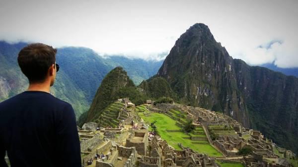 Joelder Pompeo posa para foto em Machu Picchu no Peru