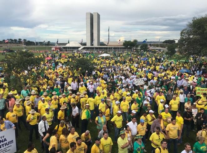 Resultado de imagem para APESAR DE VETOS DERRUBADOS, AGRICULTORES PROTESTAM CONTRA FUNRURAL EM BRASÍLIA
