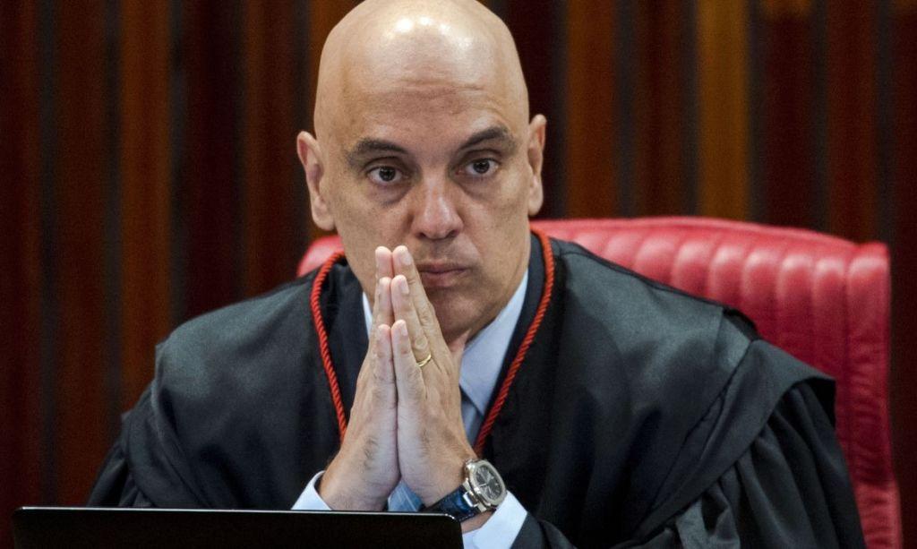 Pedido de impeachment de Alexandre de Moraes já passa de 2,1 milhões de  assinaturas - O Livre
